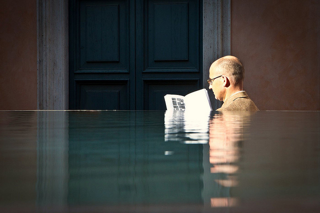 reading-water-by-peterwerkman.nl-via-flickr